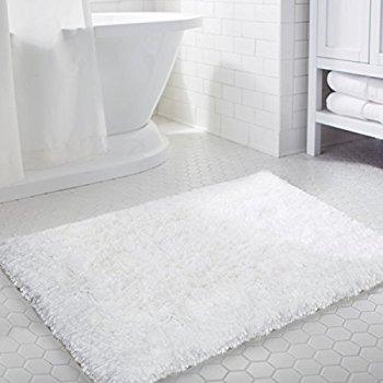 "Norcho 31"" x 19"" Soft Shaggy Bath Mat Non-slip Rubber Bath Rug Luxury Microfiber Bathroom Floor Mats, $12.79 (Regular $19.99)"