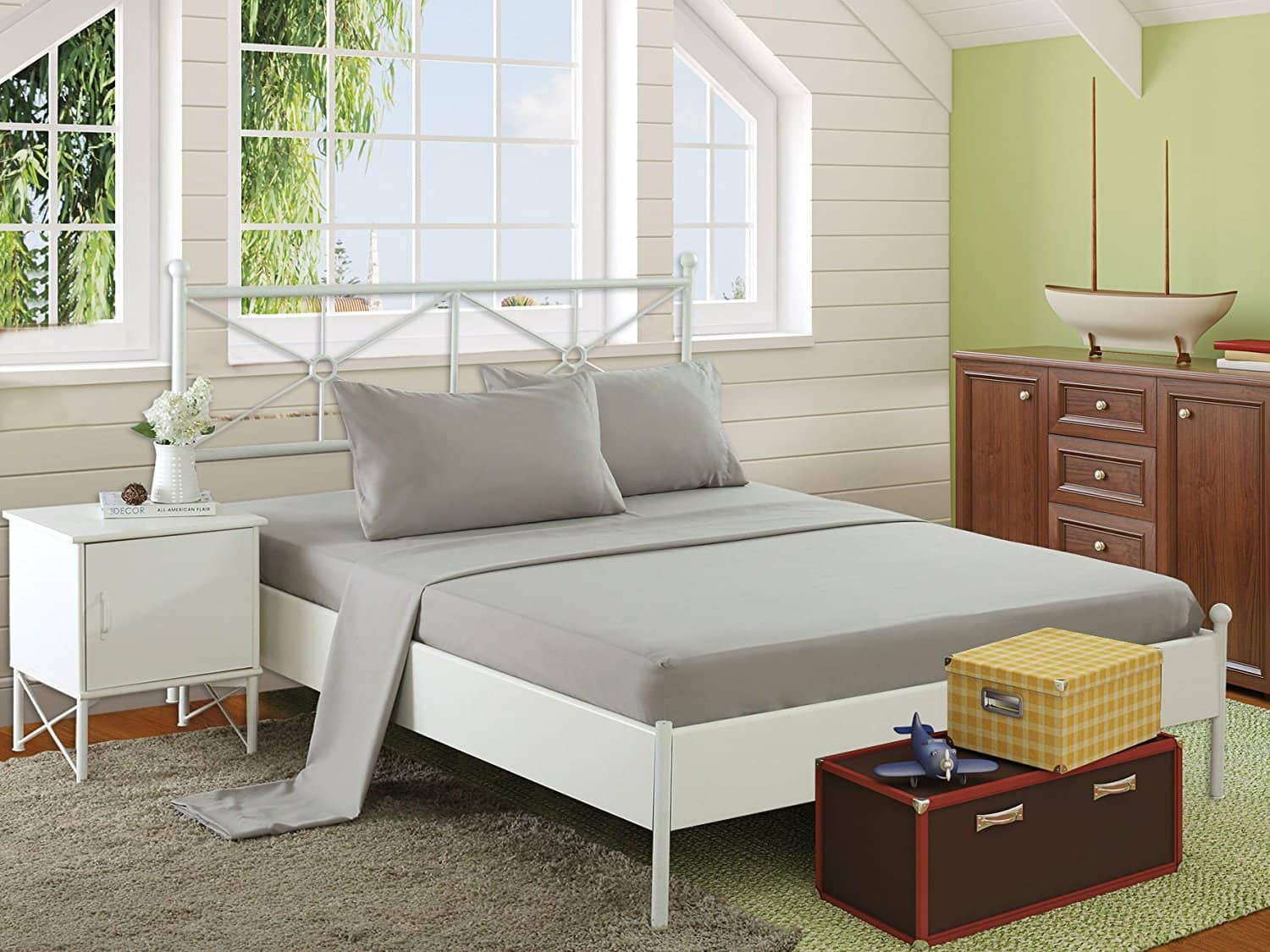 HollyHOME Hypoallergenic Brushed Microfiber Bed Sheet Set in Twin/Full/Queen $12-$12.60 @ AMZ