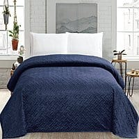 Stunning Amazon HollyHOME Super Soft King Size Quilt