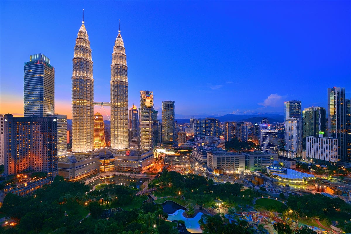 Los Angeles to Kuala Lumpur Malaysia $335-$380 RT Airfares on China Eastern or Xiamen Airlines (Limited Dates Oct-Nov 2019)