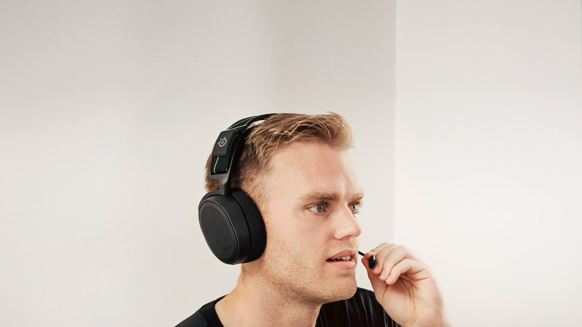 Steelseries Arctis 7 with Free Carrying Bag and Under-Desk Headphone Hanger $127.49