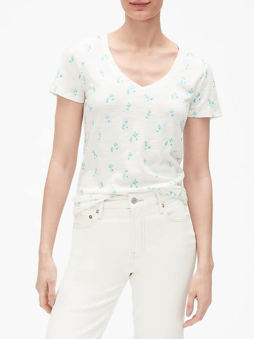 Gap Factory: Extra 15% OFF $50+ Women's Print Easy Or Supima Cotton Tees $4.22, Men's Jeans from $13.57 + FS on $50+