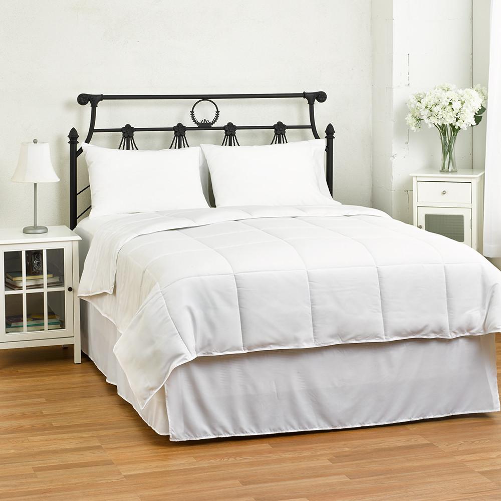 EluxurySupply Lightweight Down Alternative Comforter: Twin $23, Queen $26 + free shipping