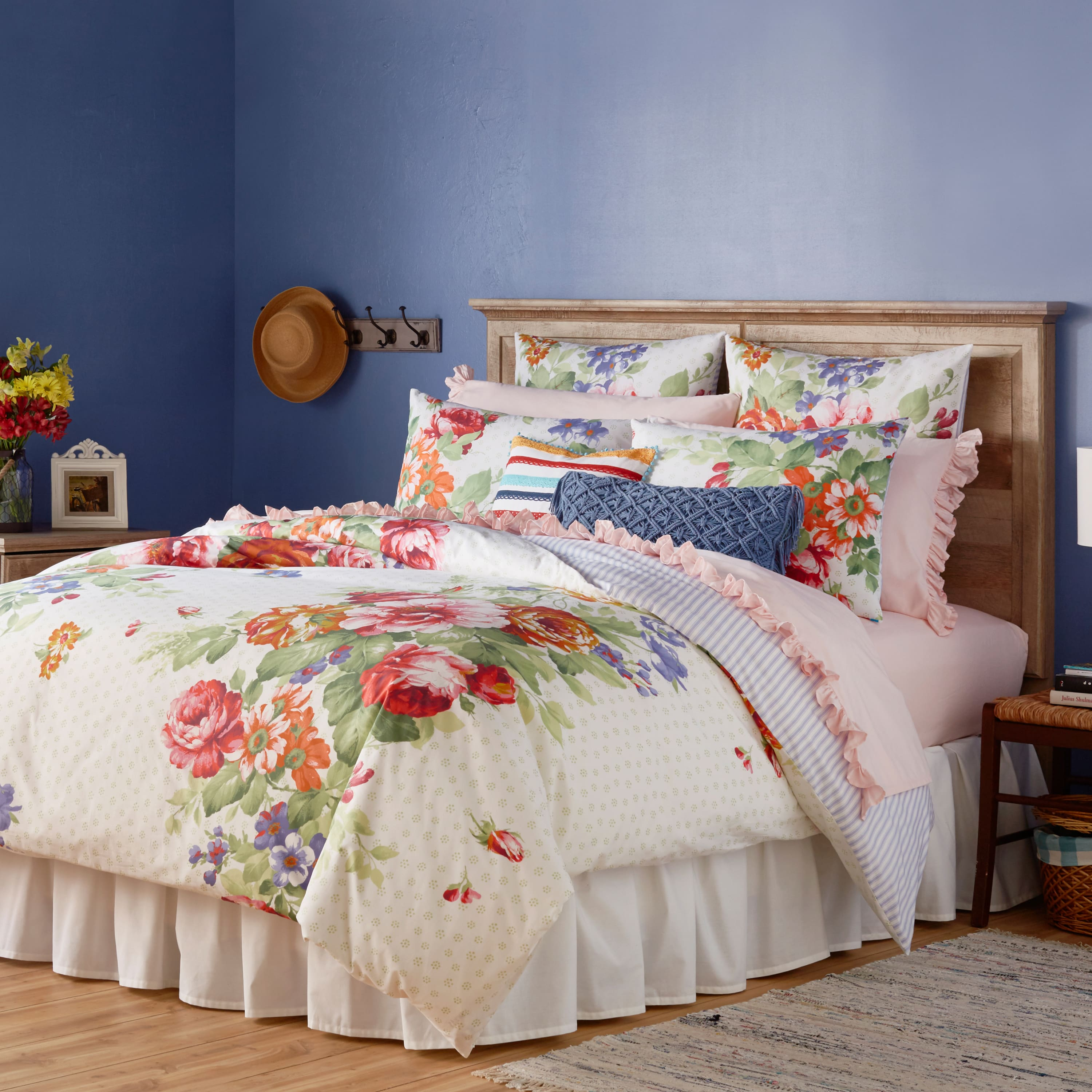 100% Cotton duvet cover, Queen-size, floral pattern, and stripes on reverse