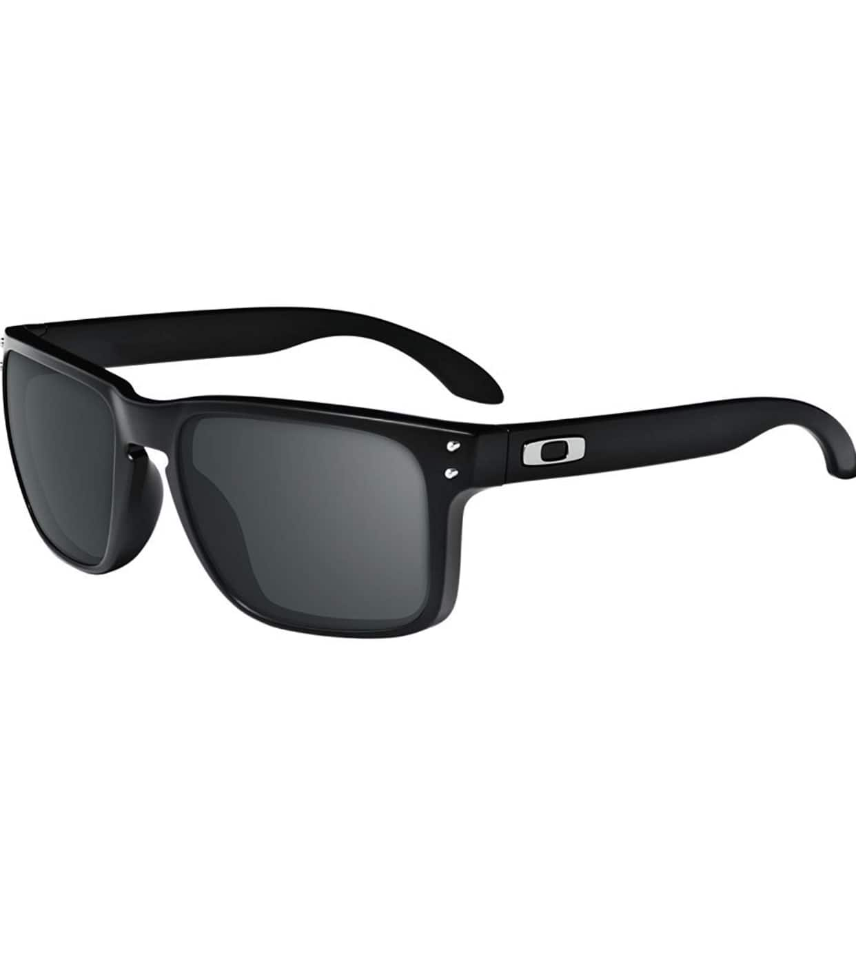 Amazon deal of the day: Select Oakley Sunglasses 35% off (or more) $59