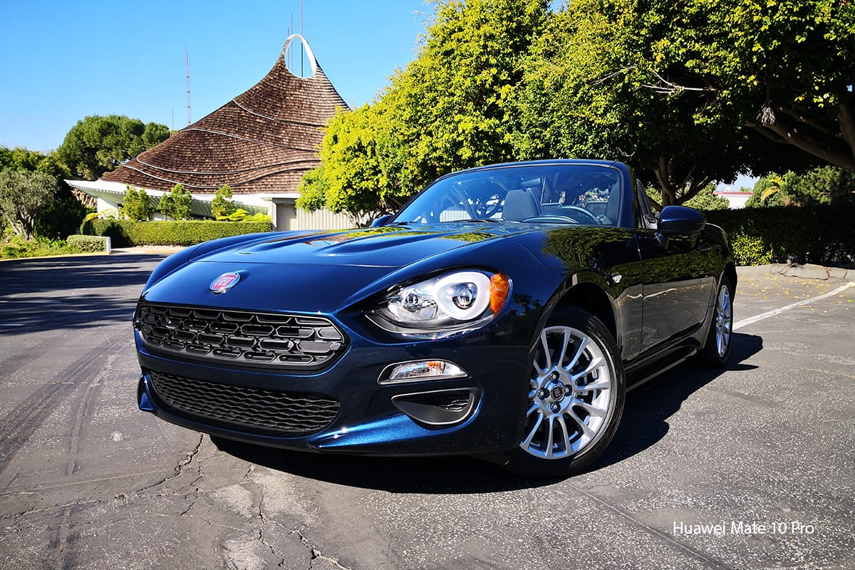 Huawei Mate 10 Pro smartphone FIAT 124 spider photo