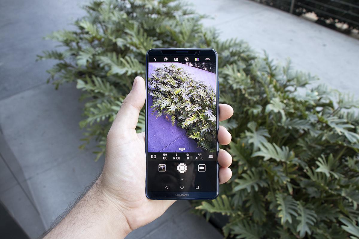 Huawei Mate 10 Pro smartphone screen