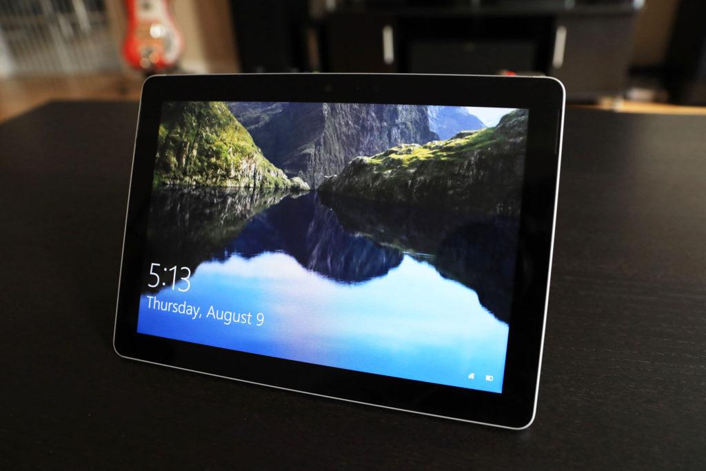 Surface-Go-login-screen